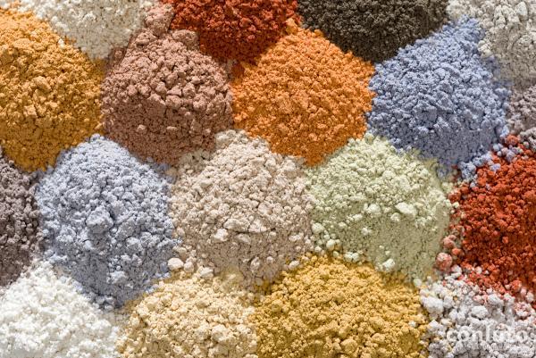 verschiedene farbige Lehmpulver